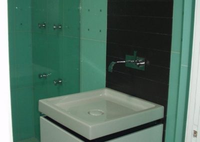 Baño de azulejos de cristal